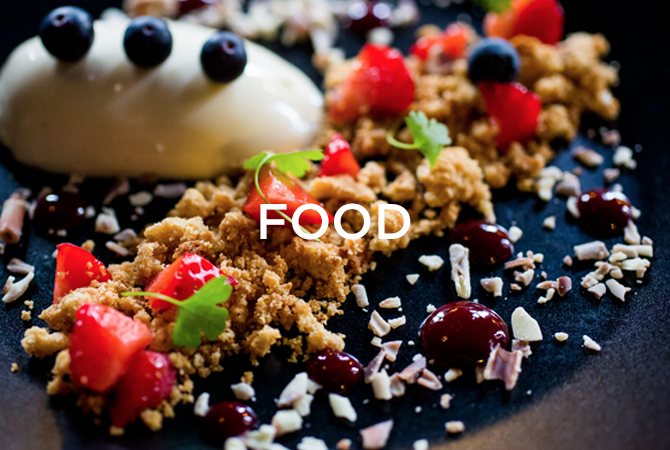 fruit crumble dessert with food text