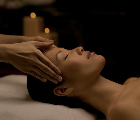 lady enjoying a head spa massage